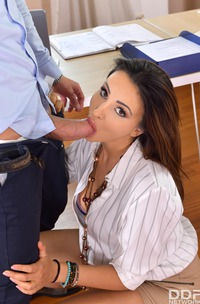 Alyssia Kent Makes Blowjob Quickie At The Office