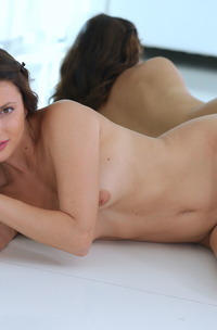 Jasmine Jazz Ready To Posing Naked