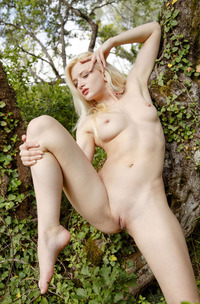 Nika N Bare Her Shaved Pussy To The Breeze