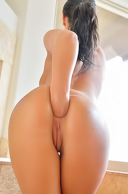 Sweet Girl Roxy Hard Anal Playing