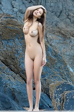 All Natural Babe Alisa I Gets Naked