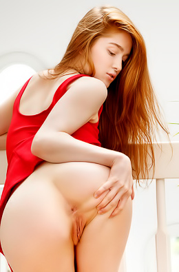 Natural Redhead Jia Lissa Gets Naked